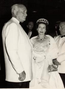 Conrad Hilton con la Reyna Elizabeth